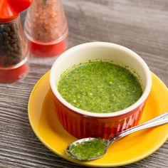 Coentro e mamilos são polêmicos. Esse molho é uma delícia para acompanhar pratos ou saladas. Você é team ama ou odeia?