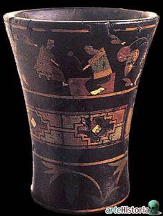 Incas. Quero. Durante la época colonial los motivos pictóricos de los queros adquirieron mayor complejidad, evocándose escenas de la historia inca. Atrajeron la atención de los estudiosos por la iconografía o pinturas decorativas.
