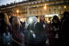 Los parisinos homenajean a las víctimas pese al veto a las manifestaciones  http://www.elperiodicodeutah.com/2015/11/noticias/internacionales/los-parisinos-homenajean-a-las-victimas-pese-al-veto-a-las-manifestaciones/