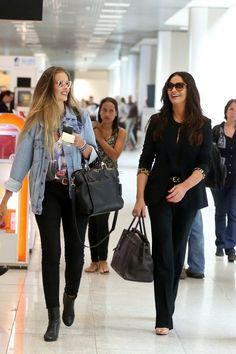 Yasmin e Luiza Brunet são clicadas cheias de estilo em aeroporto do Rio