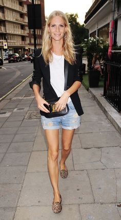 SPRING LOOK: POPPY DELEVINGNE | BLAZER + CUT-OFF SHORTS
