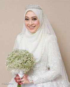 New Bridal Hijab Styles Veils Muslim Women 37 Ideas Muslim Wedding Gown, Malay Wedding Dress, Muslimah Wedding Dress, Muslim Wedding Dresses, Muslim Brides, Dream Wedding Dresses, Wedding Gowns, Wedding Abaya, Muslim Women