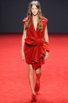 Beautiful and cosy textures with playful bow details in striking scarlet from the Viktor & Rolf A/W 14/15 couture show