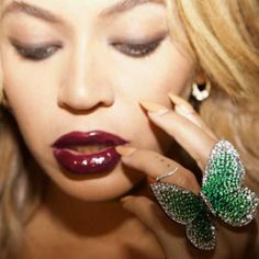 Close up of Beyonce wearing Papillon ring by Glenn Spiro in photo taken by Jay Z Imperial State Crown, Art Deco Vanity, Beyonce Knowles Carter, V & A Museum, Butterfly Ring, Butterfly Jewelry, Monarch Butterfly, Celebrity Jewelry, Right Hand Rings
