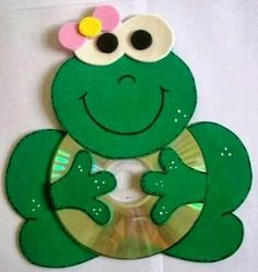 Fun Activities: Old CD Animal Crafts for Kids - Kids Art & Craft Kids Crafts, Frog Crafts, Animal Crafts For Kids, Art For Kids, Diy And Crafts, Arts And Crafts, Kids Fun, Recycled Cd Crafts, Recycled Glass