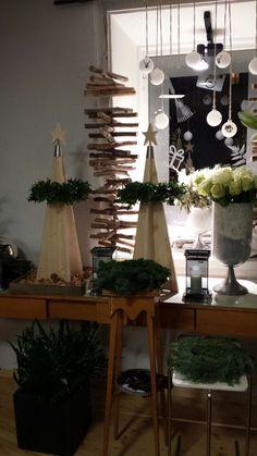 SilenTree® im Blumenshop zu Gast Advent, Ladder Decor, Artisan, Table Decorations, Furniture, Home Decor, Noel, Bricolage, Christmas