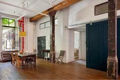 Rustikale Loft Wohnung Sichtbare Deckenbalken Schiebetür Massiv