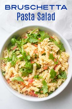 Here is an easy bruschetta pasta salad that always gets rave reviews, even though it takes minimal effort to make it. Healthy Side Dishes, Side Dishes Easy, Side Dish Recipes, Easy Dinner Recipes, Easy Recipes, Healthy Recipes, Bruschetta Pasta Salad Recipe, Pasta Salad Recipes, Easy Dinners