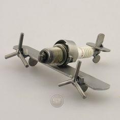 Schraubenmännchen Flugzeug Mini Spitfire
