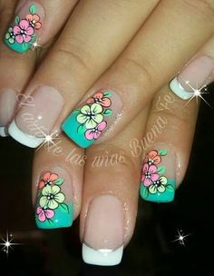 Blue is an elegant and always fashionable color: manicure enthusiasts cannot leave it aside for the next season! What are the most beautiful blue nail art? Creative Nail Designs, Creative Nails, Cute Nail Art, Cute Nails, Spring Nails, Summer Nails, Marble Nail Art, Floral Nail Art, Girls Nails