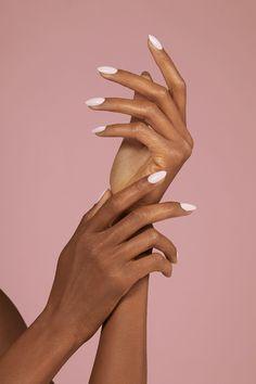 reprodução pinterest - mãos ressecadas - como cuidar skincare - inverno - street style