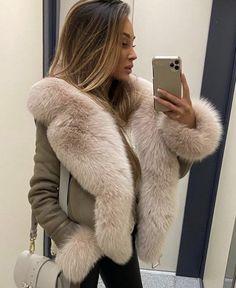 Sexy Outfits, Fall Outfits, Fabulous Fox, White Face Mask, Sheepskin Coat, Fox Fur Coat, Fur Fashion, Fur Collars, Fur Jacket
