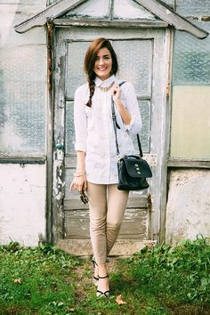 Classy Girls Wear Pearls: The Country Gardener {Shirt it untucked but buttoned to top; khakis are cropped} Prep Style, My Style, Classy Girl, England Fashion, Layering Outfits, Facon, Girls Wear, Autumn Winter Fashion, Style Inspiration