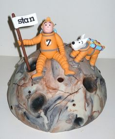 Wendy's Taarten 4 the love of cake in Holland made this wonderful Tintin Visits the Moon Cake.  Wendy's Tintin and Snowy figures are wonderful.  The cake is based on Herge' two part Tintin story Destination Moon and Explorers on the Moon