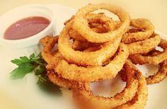 Τηγανιτά δαχτυλίδια κρεμμυδιού - κρεμμυδοροδέλες - ή αλλιώς τα γνωστά μας Onion rings !!! Τραγανά, χρυσαφένια, γευστικά είναι από τις πιο αγαπημένες ένοχες απολαύσεις.