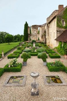 Historic French Garden…love the miniature boxwood framing the plots, so french