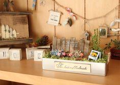 【作家さん×Acorn-Styleコラボ*】ミニチュア雑貨ブリキGarden:オシャレかわいい雑貨のお店 Acorn-Style* Scale Art, Miniture Things, Place Cards, Miniatures, Place Card Holders, Scene, Ideas, Thoughts, Minis