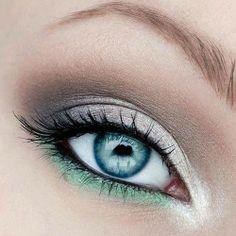 Un make up dai toni freddi che risaltano l'occhio alla perfezione... Ideale da realizzare per questa stagione invernale! https://scontent-b-mxp.xx.fbcdn.net/hphotos-prn2/1422457_10151894865583387_656909671_n.jpg
