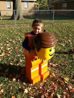 Awesome Emmet LEGO figure costume from LEGO Movie for Halloween. Movie Themed Costumes, Lego Movie Costume, Lego Movie Party, Lego Birthday Party, Cool Costumes, Costume Ideas, Funny Costumes, Cosplay Ideas, Birthday Ideas