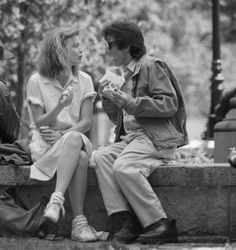 Michelle Pfeiffer and Al Pacino Cult Movies, Series Movies, Young Al Pacino, Johnny Movie, Al Pacino Michelle Pfeiffer, Frankie And Johnny, Love Film, Documentary Film, Film Stills