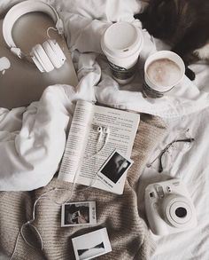 Pin by maii on heaven book aesthetic, aesthetic pictures, book photography. Photos Tumblr, Image Tumblr, Cozy Aesthetic, Aesthetic Photo, Aesthetic Pictures, White Aesthetic, Aesthetic Vintage, Flat Lay Photography, Book Photography