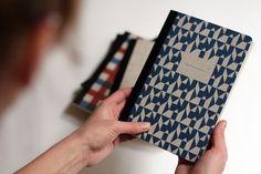 Papier Tigre, designer français de jolis papiers (cahiers, cartes, semainiers, organisateurs, carte de visite...).   Papier Tigre, french designer of fine stationery (cards, notebooks...).