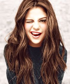 Selena with her natural hair!