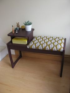 This is a great before and after – Kathryn worked her magic on an old telephone table that was fit for the dump, using paint for Colortrend and fabric from Ikea. I think this is better than … Retro Furniture, Recycled Furniture, Cool Furniture, Painted Furniture, Apartment String Lights, Redo End Tables, Vintage Telephone Table, Diy Tisch, Gossip Bench