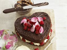 You just have to fall in love with this heavenly combination of chocolate, cream and raspberries.