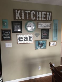 popular farmhouse wall decor design ideas for natural interiors 71 Kitchen Decoration farmhouse kitchen wall decor Dining Room Wall Decor, Kitchen Decor Themes, Country Farmhouse Decor, Farmhouse Kitchen Decor, Farmhouse Interior, Farmhouse Ideas, Farmhouse Design, Kitchen Ideas, Teal Kitchen Decor