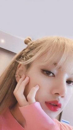 Lisa Bp, Blackpink Jennie, South Korean Girls, Korean Girl Groups, Lisa Blackpink Wallpaper, Blackpink Photos, Blackpink Fashion, Blackpink Jisoo, Yg Entertainment