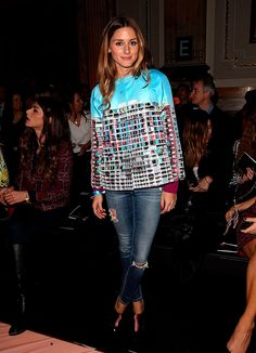 Pin for Later: 44 Times Olivia Palermo Made Me Hate My Outfit Pairing a bright statement top with distressed denim and Fendi heels makes for an eclectic look that's not too fancy. Olivia Palermo Outfit, Estilo Olivia Palermo, Olivia Palermo Lookbook, London Fashion Weeks, New York Fashion, Mary Katrantzou, Estilo Cool, New York To Paris, Mode Jeans