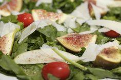 Insalata di fichi, mela verde e spinacino  http://ilmangiarbene.it/2013/11/insalata-di-fichi-mela-verde-e-spinacino/