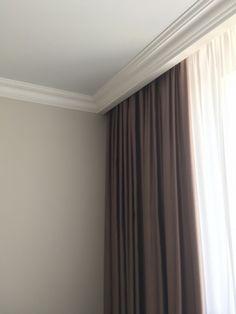 Simple Ceiling Design, House Ceiling Design, Ceiling Design Living Room, Home Room Design, Living Room Designs, House Design, Living Room Decor Curtains, Home Curtains, Ceiling Curtains