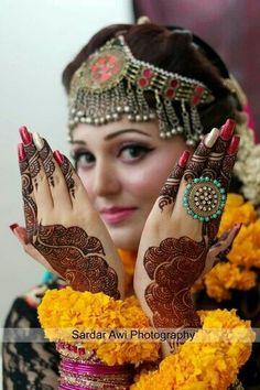 Latest and Unique Awesome Mehndi Designs 2016 Indian Bride Poses, Indian Wedding Poses, Indian Bridal Photos, Mehendi Photography, Indian Wedding Couple Photography, Bride Photography, Bridal Poses, Bridal Photoshoot, Namaste