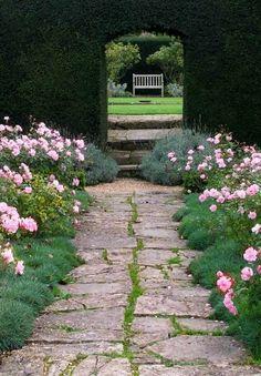 Case e Giardini: Rinnovare il vialetto in giardino... Green Life, Garden Paths, Stepping Stones, Countryside, Garden Design, Outdoor Decor, Flowers, Beautiful, Outdoors