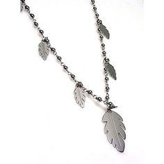 Gargantilla de plata de primera ley con plumas colgando y cadena de 75 cm de largo