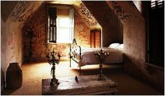 Ah this attic room is so full of character.  I want it.