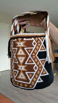 Wayuu Mochila bag Tapestry Bag, Tapestry Crochet, Crochet Poncho, Filet Crochet, Crochet Stitches, Crochet Handbags, Crochet Purses, Mochila Crochet, Ethnic Bag