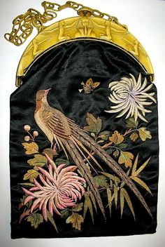 Japanese Embroidered Scenic Silk Purse (the golden Egyptian theme makes me wonder if this was at least partly constructed in the Vintage Purses, Vintage Bags, Vintage Handbags, Vintage Outfits, Vintage Shoes, Beaded Purses, Beaded Bags, Art Japonais, Embroidered Bag