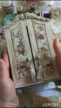 Tiny Furniture, Recycled Furniture, Shabby Chic Furniture, Diy Decoupage Box, Decoupage Vintage, Shabby Chic Crafts, Vintage Shabby Chic, Shabby Boxes, Contrast Art