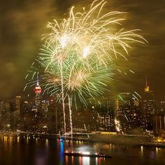 The Macy's of July Fireworks on July is the largest Independence Day pyrotechnics display in America. 4th Of July Fireworks, Fourth Of July, New York Must See, Blue Star Family, Firework Painting, Health Eating Plan, Goals And Objectives, Health App, Healthy People 2020 Goals