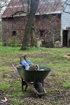 Simple fun for farm kids. Country Farm, Country Girls, Country Living, Country Style, Country Roads, Photografy Art, Farm Kids, Future Farms, Farm Photography