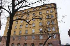 Bethlen-udvar, Budapest  Fotósok figyelem! Mai fotókat várunk az épületről és a belsejéről. info@kitervezte.hu Budapest, Multi Story Building, Mansions, House Styles, Home, Decor, Ad Home, Luxury Houses, Homes