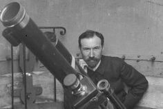 Lucien Rudaux dans son observatoire 1920s, Celestial Map, Lucien, Science Fiction Art, Space Exploration, Paris, French Artists, Telescope, Astronomy