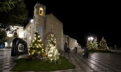 Nearly all Sicilian villages will arrange various tastings of local food and wine in the lovely and suggestive Christmas setting. Description from gustownewesele.pl. I searched for this on bing.com/images