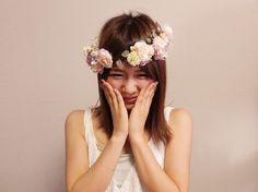 オーダーメイド小花がいっぱいの花冠♪  クリップ式なので、花冠からはずしてヘッドピースとしても使えます。  オーダーお問い合わせはwebsiteからお願いします。http://amarige.ciao.jp