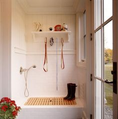 Mudroom Dog Shower - Design photos, ideas and inspiration. Amazing gallery of interior design and decorating ideas of Mudroom Dog Shower in garages, laundry/mudrooms by elite interior designers. Country Laundry Rooms, Mudroom Laundry Room, Laundry Room Design, Wet Rooms, Dog Washing Station, Dog Station, House Dog, Dog Shower, Shower Base