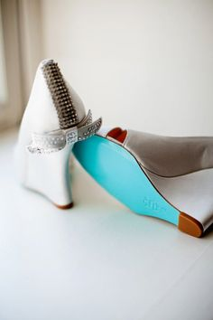 how cute are these bridal shoes?!  and they have the something blue too!