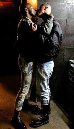 """go-bikerskin: """" skinheads """" Mode Skinhead, Skinhead Men, Skinhead Boots, Hot Guys Kissing, Punk Guys, Skin Head, Blazer With Jeans, Guy Pictures, Gay Couple"""